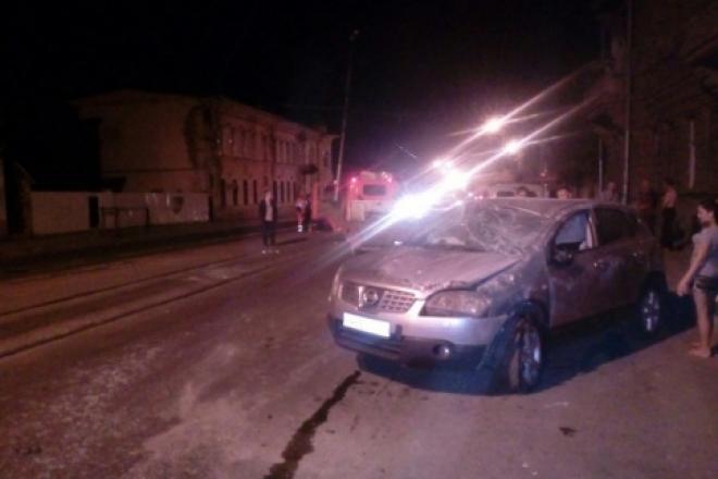 В Самаре на ул. Фрунзе внедорожник Nissan протаранил опору контактной сети трамвая