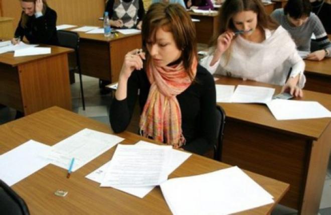 В российские вузы могут вернуть письменные экзамены