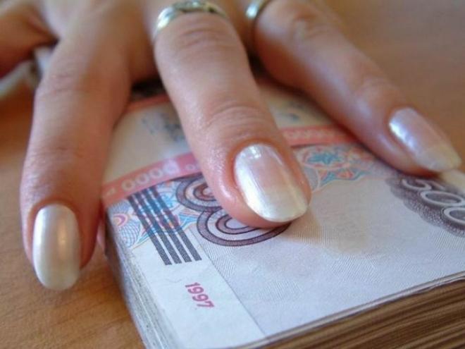 В Саратове чиновница присвоила 1 млн рублей