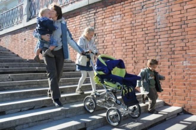 В Самарской области семьи с тремя детьми могут приравнять к многодетным