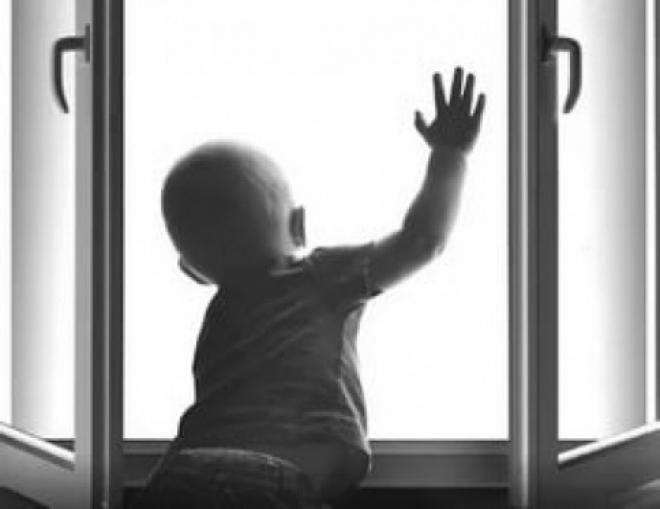 В Самаре из окна 9 этажа выпал младенец