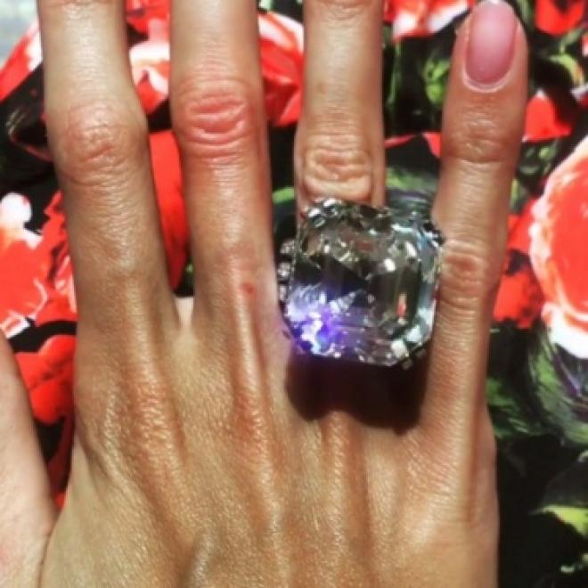 Супруга самарского олигарха Алексея Шаповалова похвасталась бриллиантом в 70 карат