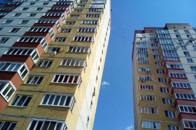 Олег Фурсов встретился с жильцами долгостроя, который сдали в эксплуатацию лишь через 15 лет