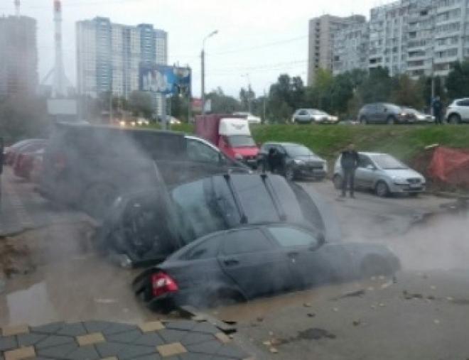 Прокуратура Самары нашла виновных в провале машин на проспекте Ленина