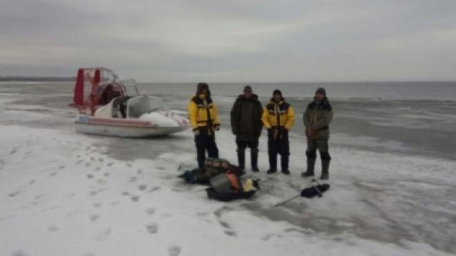 В Самарской области четверо рыбаков оказались на дрейфующей льдине