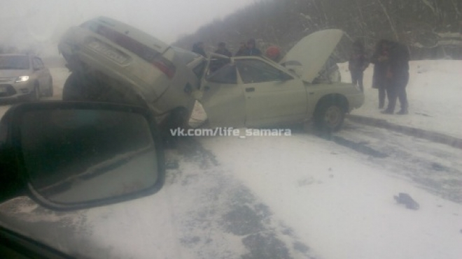 На трассе Чапаевск–Самара «десятку» разорвало пополам