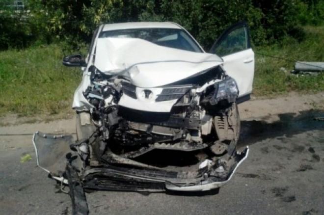 В Самарской области водитель Toyota снес световую опору