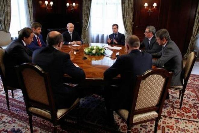 Дмитрий Азаров встретился с Дмитрием Медведевым